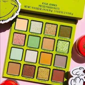 💚New Kylie Cosmetics x Grinch Eyeshadow Palette💚